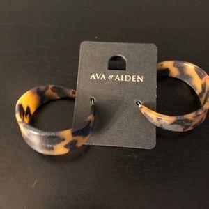 Ava & Aiden tortoiseshell hoop earrings